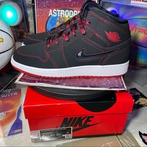 Nike Shoes - 🆕Air Jordan 1 Mid GS SE 'Fearless' - Size: Wm 7.5